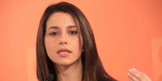 Arrimadas denuncia en un tuit la declaración de personas non gratas en Llavaneras que enloquece Twitter