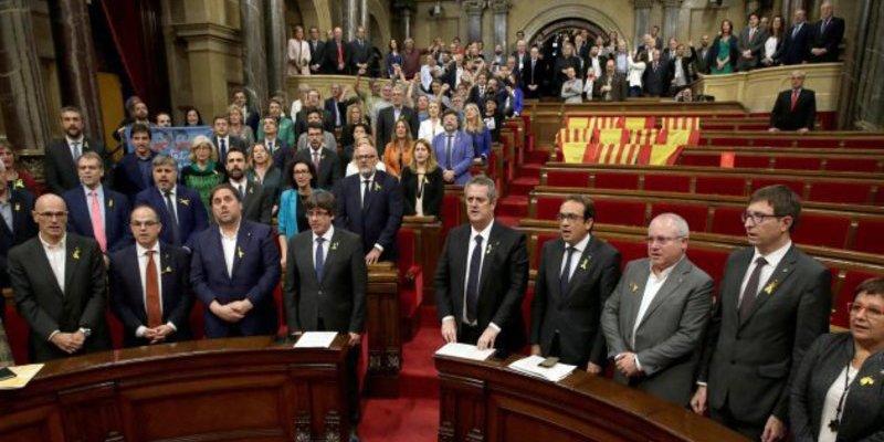 Cataluña: ¿adivinas que falta en la foto de la vergüenza?