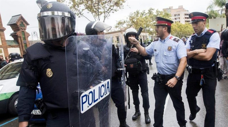 La Audiencia Nacional ordena a los Mossos que identifiquen a los agentes que actuaron el 1-O