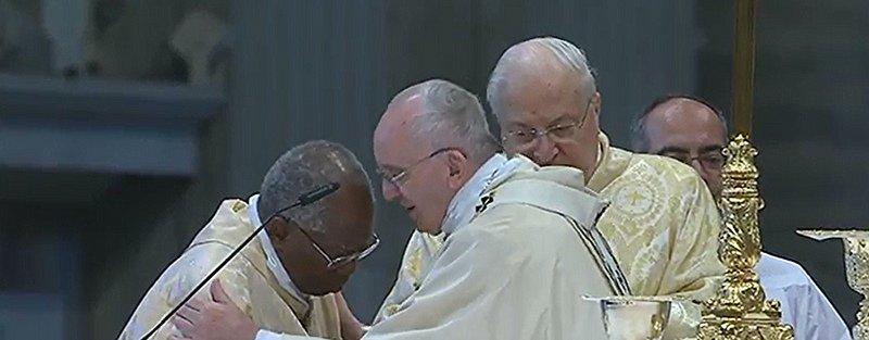 """Francisco desautoriza a Sarah y le pide """"evitar malentendidos"""" sobre la reforma litúrgica"""