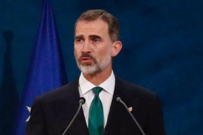 """El Rey dice que el """"inaceptable intento de secesión"""" en Cataluña se resolverá con instituciones y valores democráticos"""