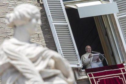 """El Papa en el ángelus: """"Dios no se venga, Dios ama y nos espera para abrazarnos"""""""
