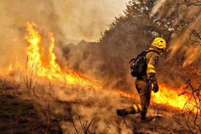 Tres muertos y 17 incendios fuera de control en Galicia