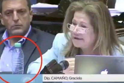[VIDEO] Ni te imaginas lo que hace este diputado argentino con esa botella