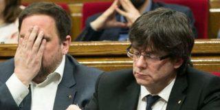 Puigdemont y Junqueras se van patas abajo y Podemos les limpia el culo
