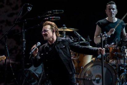 La foto de Bono de U2 comulgando en misa revienta las redes