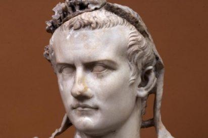 EEUU devuelve a Italia un mosaico de las naves de Calígula... ¡que estaba en una mesa de café!