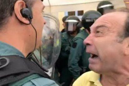 'El Loco de Amarillo' que insulta histérico a la Guardia Civil es... ¡profesor de Primaria en Cataluña!