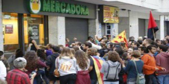 El feroz ataque de los piquetes a Mercadona y Juan Roig por oler a españoles