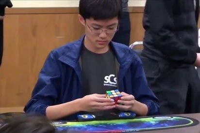 [VIDEO] Este niño batió el récord mundial del cubo de Rubik