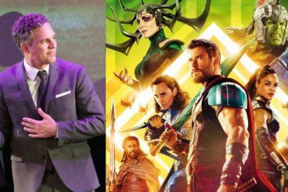 [VIDEO] Patinazo de Mark Ruffalo que trasmite 'por error' los primeros minutos de 'Thor: Ragnarok'
