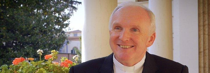Un obispo irlandés llama a incluir a las familias gays en el Encuentro Mundial de las Familias
