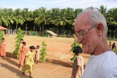100.000 personas despiden a un misionero en la India