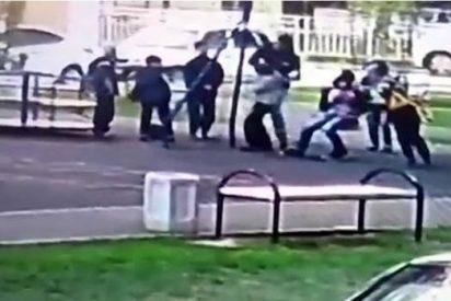 [VIDEO] Hombre propina una paliza a unos niños en un parque que hacían «bullying» a su hijo
