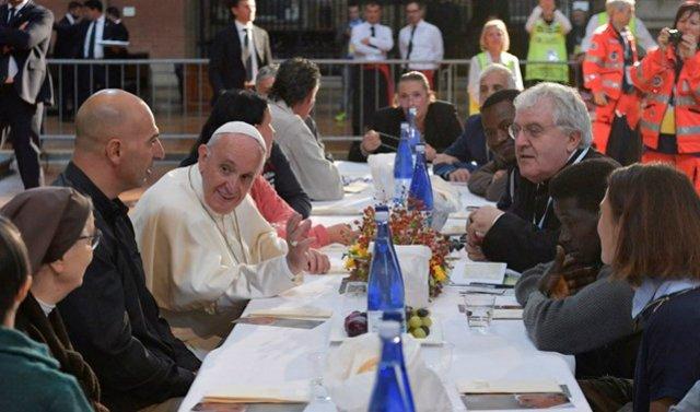 """Papa: """"La Iglesia es de todos y especialmente de los pobres"""""""