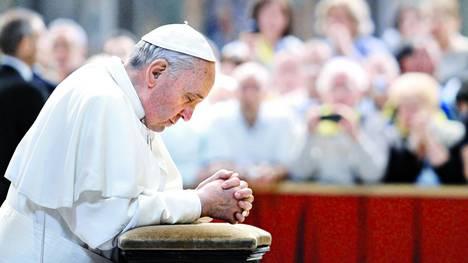 """Francisco anima a """"ser vigilantes"""" para no caer en la tentación"""