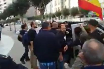 """Así se refugia Pablo Iglesias en su odiada Policía Nacional: """"¡Cabrón, te voy a arrancar la coleta!"""""""