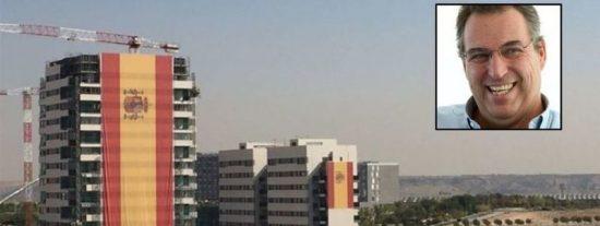 El empresario con un par que ha izado una bandera española de 731 metros cuadrados