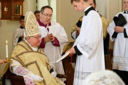 Más de cuatro mil personas piden el cese del obispo de Madison