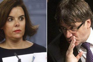 """Soraya reprende al desobediente Puigdemont: """"Que conteste sí o no, ¡no es muy difícil!"""""""