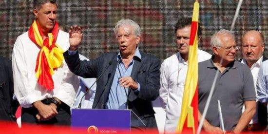 """Mario Vargas Llosa: """"No vamos a renunciar a la democracia por una conjura independentista"""""""