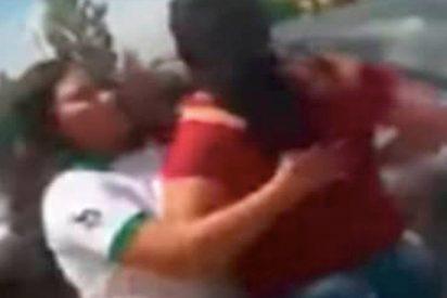[VIDEO] Mujer golpea a una escolar por hacerle un meme a su hija