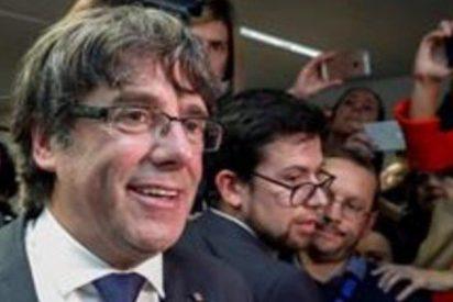 El prófugo Puigdemont y los 4 exconsejeros se entregan en una comisaría de Bruselas