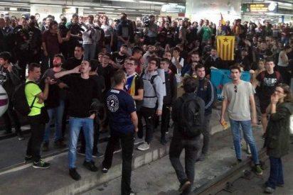 Unos cientos de estudiantes independentistas bloquean el AVE en Barcelona durante cuatro horas