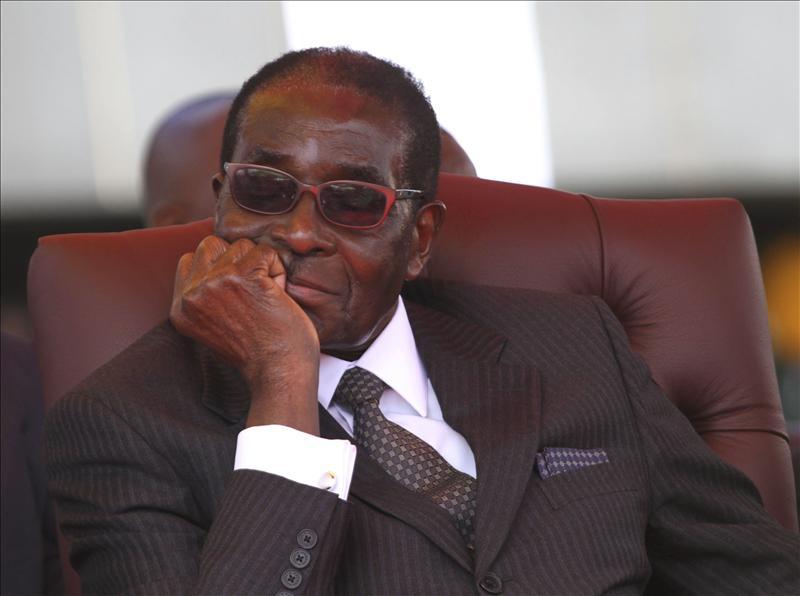 El viejo Mugabe se la envaina y dimite como presidente de Zimbabue