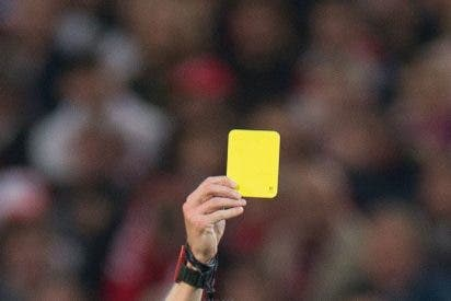 [VIDEO] Un futbolista recibe dos amarillas en 10 segundos