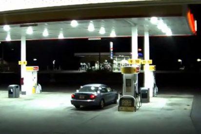 [VIDEO] Así escapa esta mujer del maletero del coche de su secuestrador