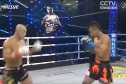 """[VIDEO] Boxeador tailandés deja en evidencia a un """"falso"""" monje Shaolin"""