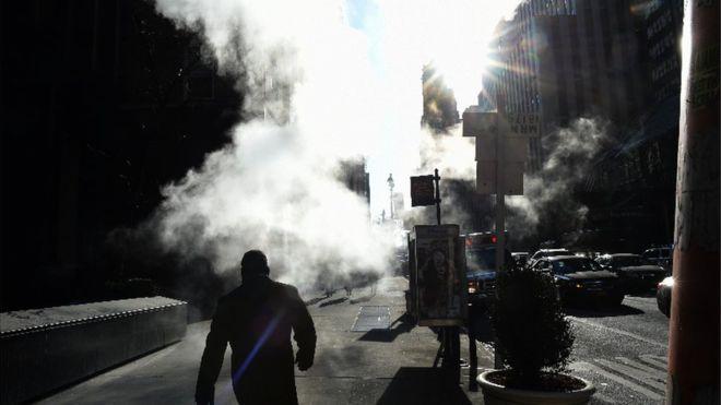 ¿Sabes por qué sale vapor del pavimento en las calles de Nueva York?