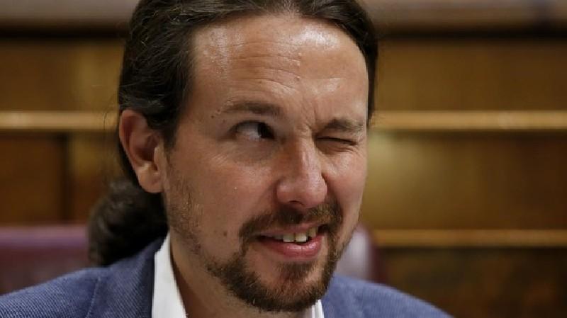 La foto que avergüenza a Podemos: escoltas, chófer e infracción de tráfico del vicepresidente Iglesias