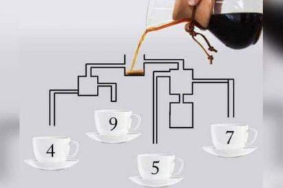 ¿A qué taza llega antes el café?