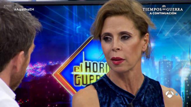 La excéntrica Ágatha Ruiz de la Prada se puso un burka para firmar su divorcio