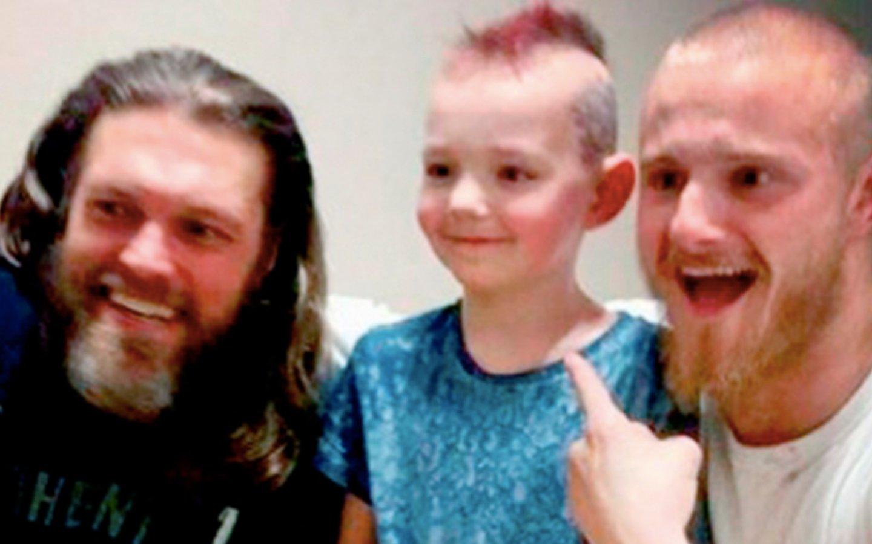 Así sorprendieron los actores de la serie 'Vikingos' a un pequeño fan que padece cáncer