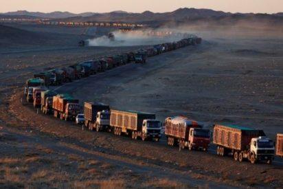 Así es el espectacular embotellamiento de 130 km en la frontera entre Mongolia y China