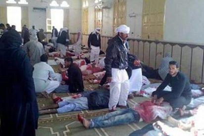 El terrorismo yihadista arranca la vida a 235 personas en una mezquita del Sinaí