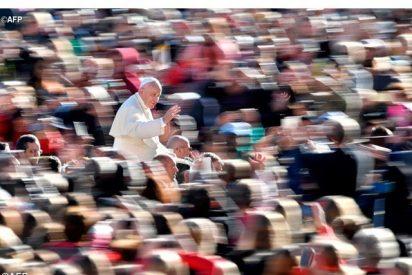 """Francisco: """"El silencio nos prepara y nos acompaña para el encuentro con el Señor en la misa"""""""