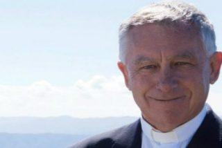 El cardenal de Nueva Zelanda retoca las normas litúrgicas inspirado por el Papa Francisco