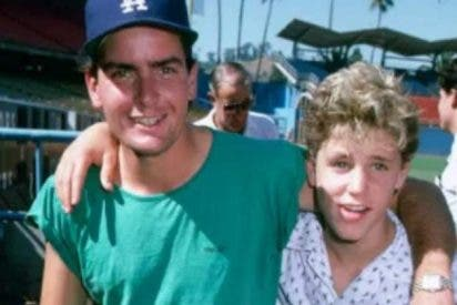 Charlie Sheen, acusado de abusar sexualmente de un niño de 13 años en 1986