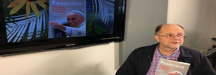 """Jorge Costadoat, al Papa: """"Continúe anunciando el Evangelio a los más pobres"""""""
