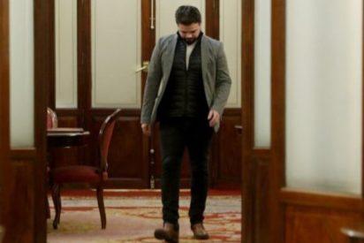 El rufián Rufián sale cabizbajo tras la reprimenda de Ana Pastor por el show de las esposas
