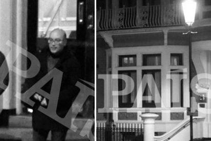 El País 'caza' a un ideológo del independentismo visitando a Assange en la embajada de Ecuador en Londres