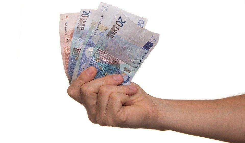 El salario medio de los españoles cae por primera vez en 10 años