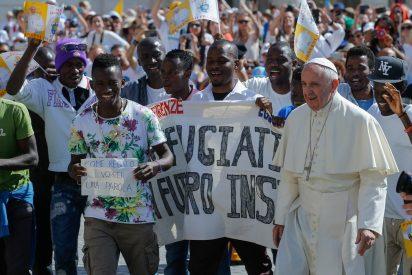 Francisco pide a las universidades católicas que promuevan la educación a los refugiados