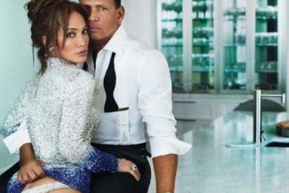 Jennifer Lopez deja que le levanten la falda y enseña un espléndido trasero