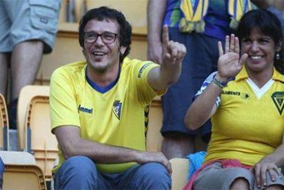 La afición del Cádiz estalla contra un 'Kichi' que parece no tener ni idea de quién fue el Ramón de Carranza que da nombre al estadio de fútbol
