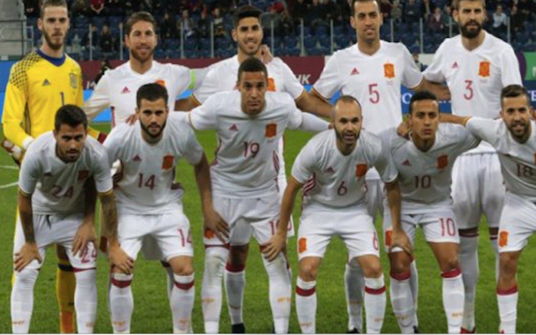 La equipación de España en su partido contra Rusia genera gran cachondeo en las redes